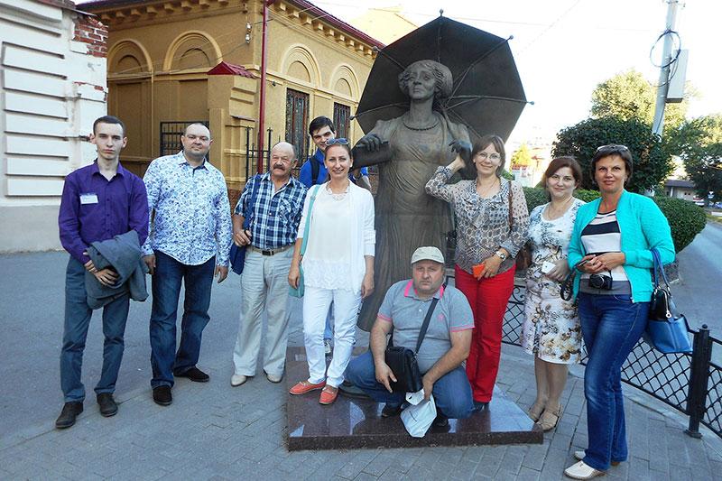 Памятник Раневской Ф.Г. в Таганроге.